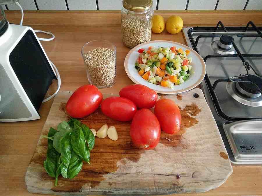 Ingredienti per un pseudo risotto di grano saraceno