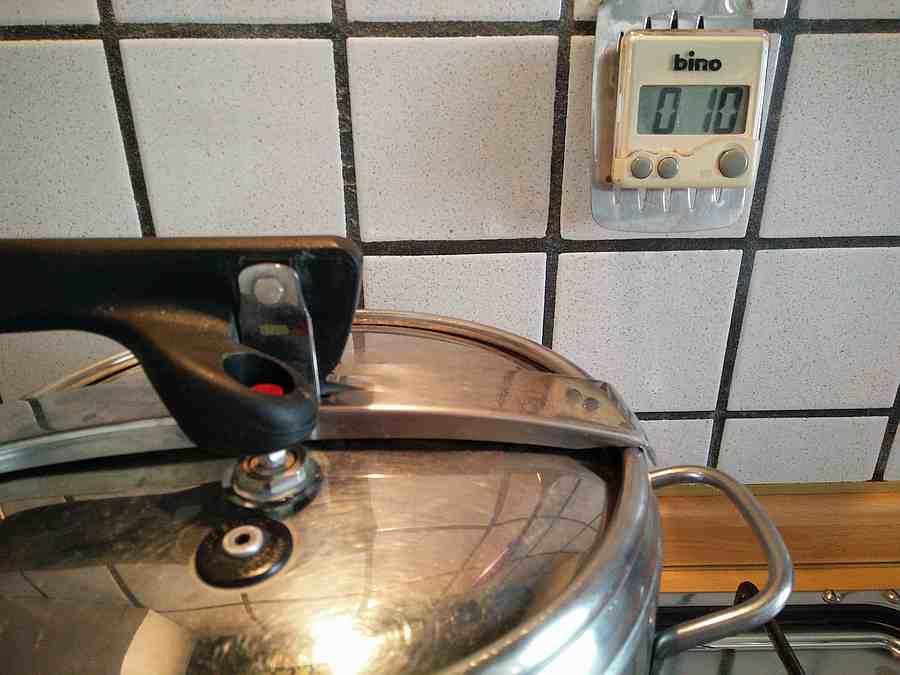 Risotto in cottura per 15 minuti nella pentola a pressione